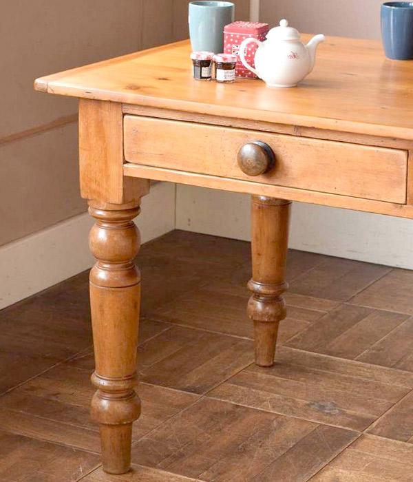 ナチュラルカントリースタイルのテーブル