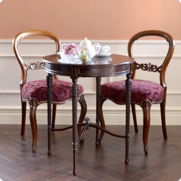 お茶を楽しめるティーテーブル