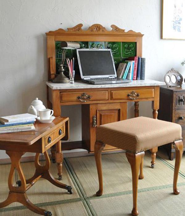 アンティーク家具 ウォッシュスタンド4ウォッシュスタンドをデスクに使って自分だけの書斎にする