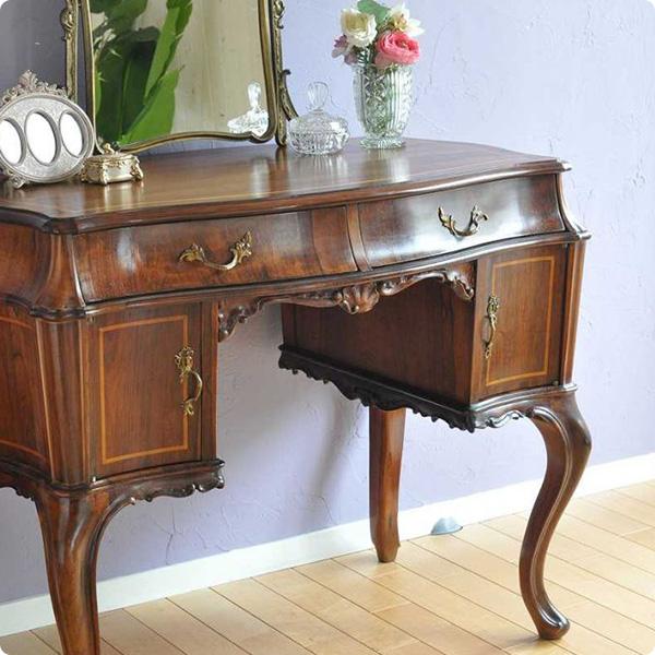 ローズウッド材の家具、バラのような香りのする木材
