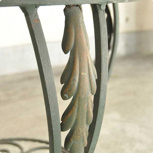アイアン製家具の特徴2味わい深くなる素材