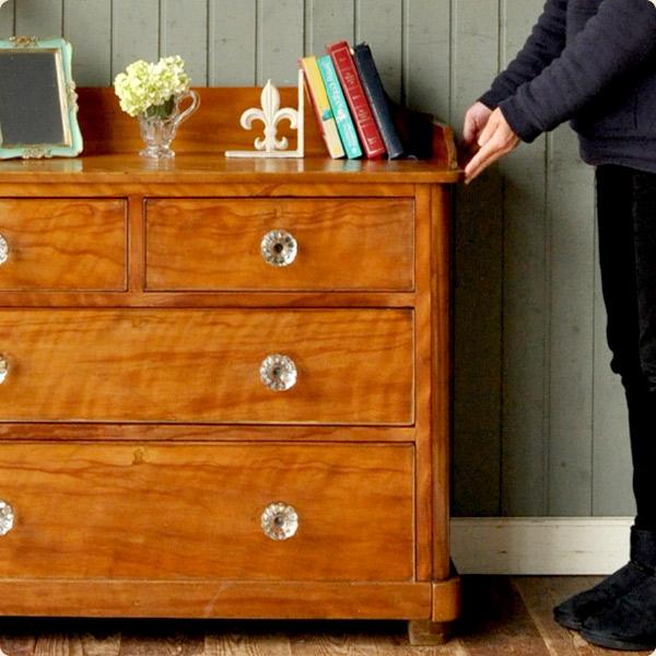 サテンウッド材の特徴2職人技が光る家具
