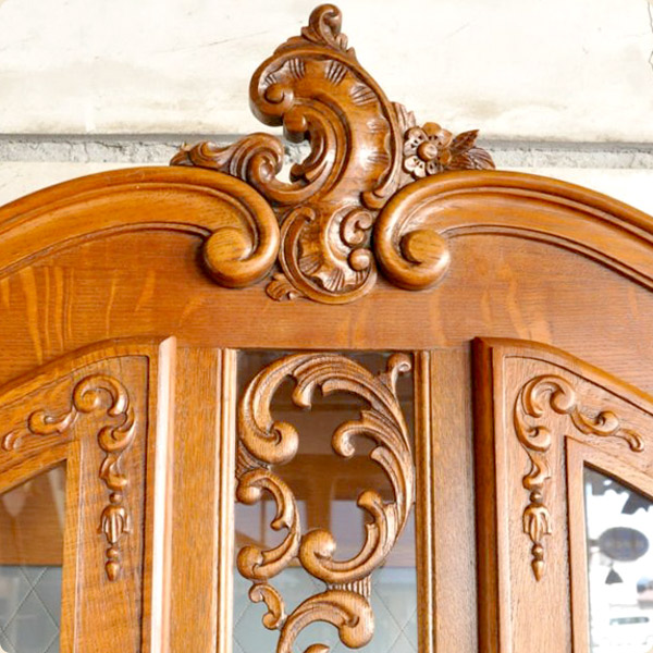 フランス家具の浮き彫り