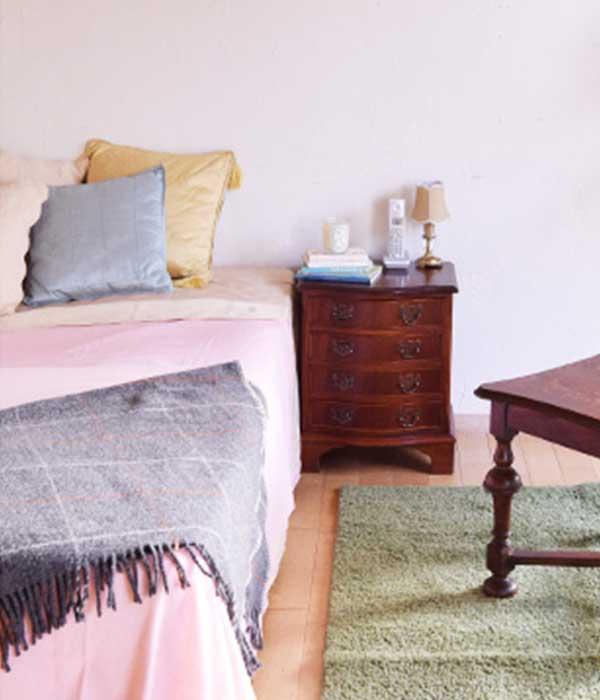 小さいサイドチェストを寝室で使う