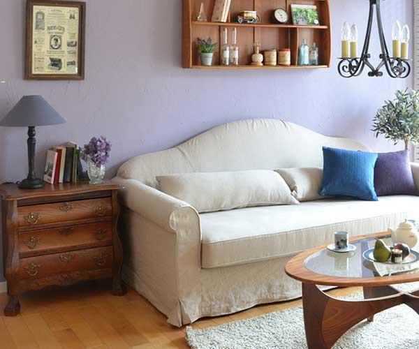 リビングのソファ横に置いたサイドチェスト