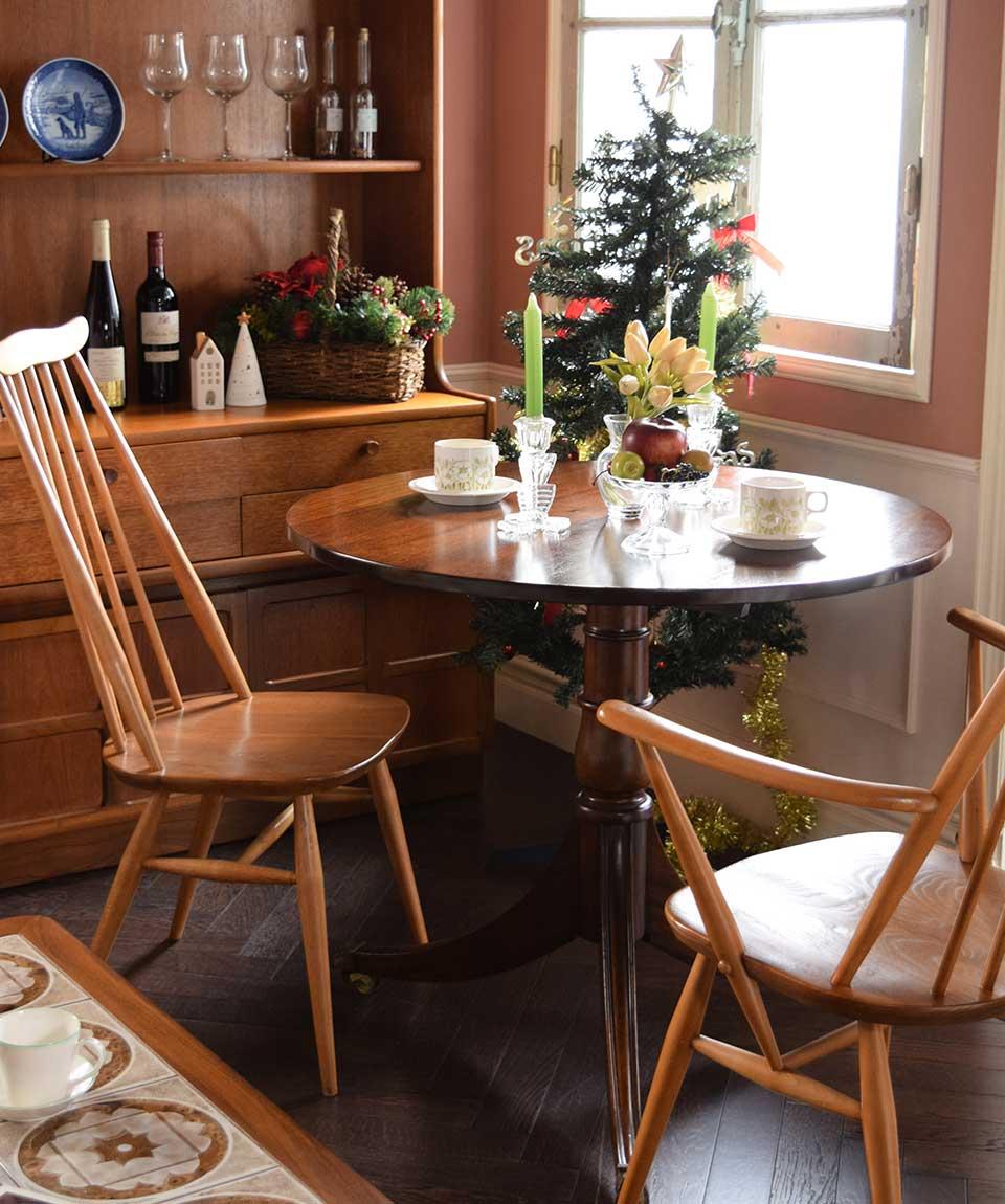 北欧家具を使ったクリスマスのダイニングテーブル