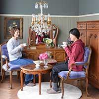 フランス家具のあるリビング