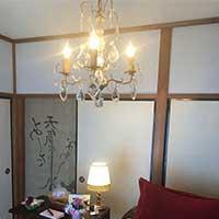 シャンデリアのある和室