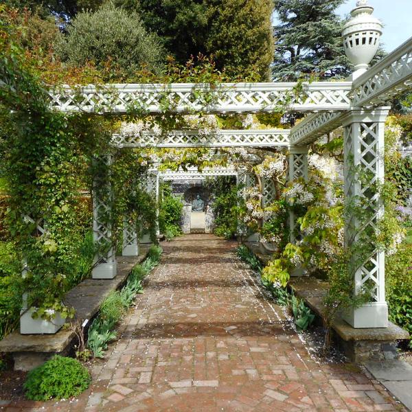 パーゴラが素敵なボドナント・ガーデン