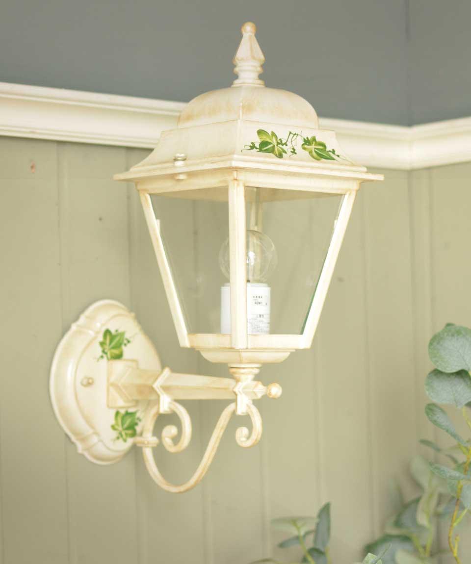 アンティーク調のおしゃれな外灯、イタリアから届いたエクステリアランプ