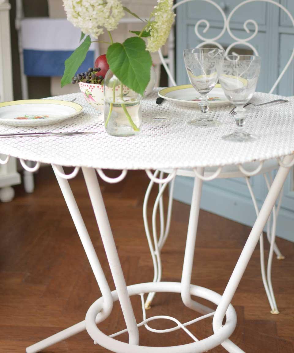 フランスのおしゃれなアンティークガーデンテーブル