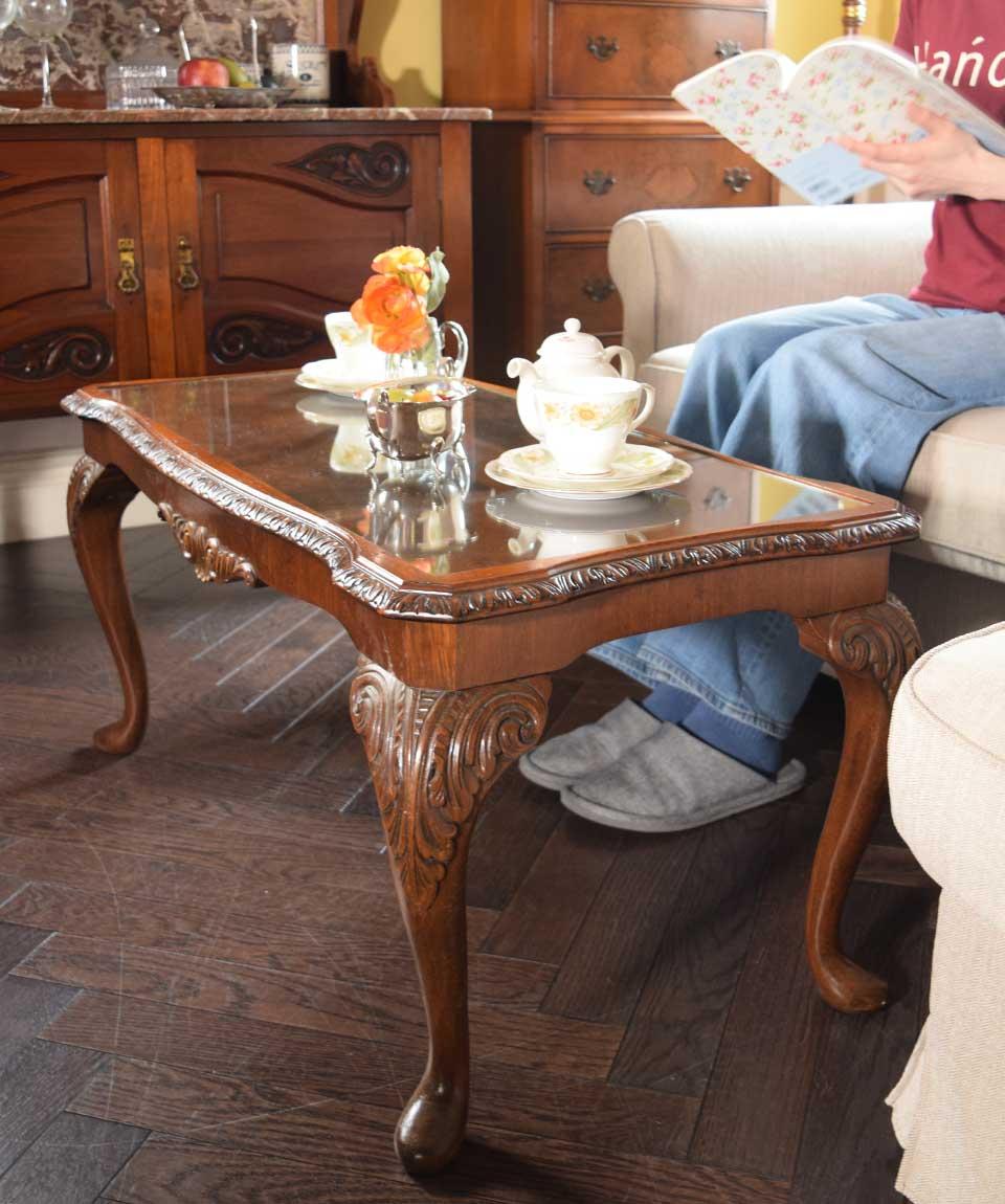 猫脚のローテーブル