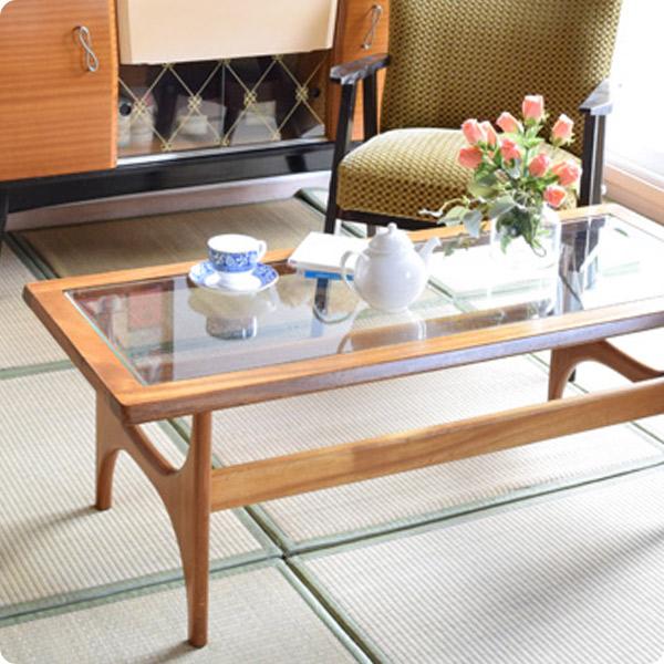 北欧ビンテージのガラステーブル