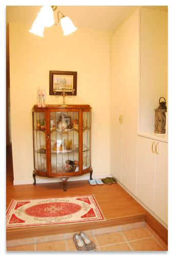 玄関のキャビネットの写真