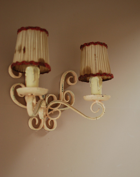 壁付けのランプ