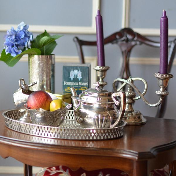 シルバーのテーブルセット