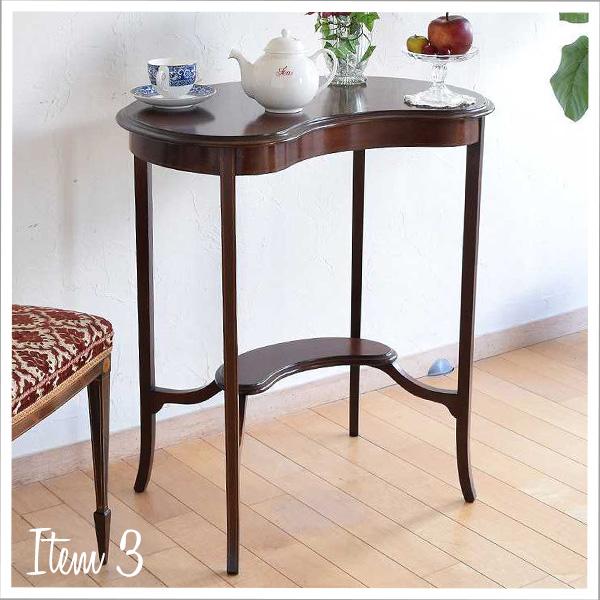 マホガニー材のテーブル