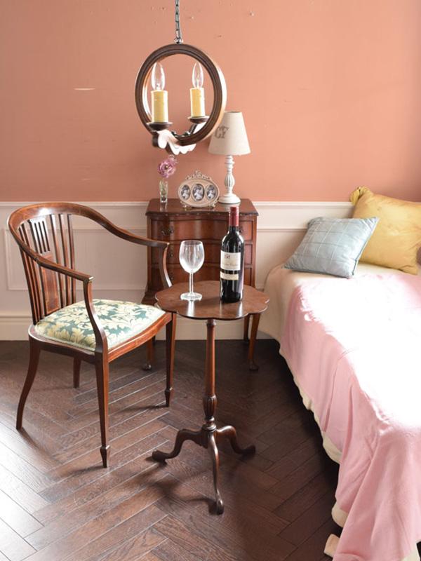 サロンチェアと寝室1