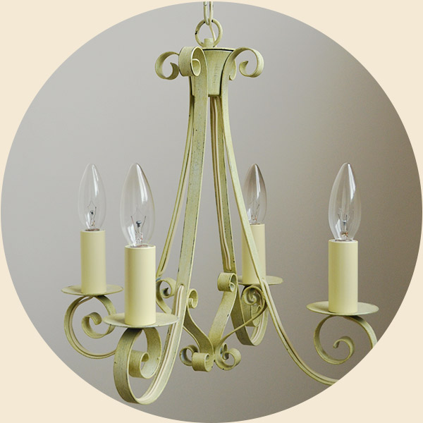 4灯のシャンデリア