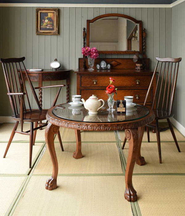 クロウ&ボールのコーヒーテーブルを使った和室