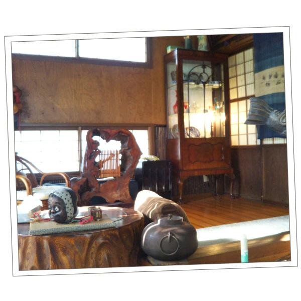 富山県にお住いのMさまから届いたクロウ&ボールのガラスキャビネットの写真
