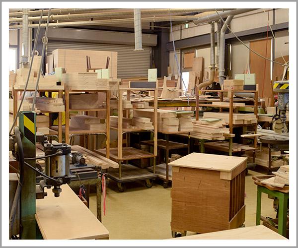 オリジナルソファの製造過程、こんな場所で作業しています