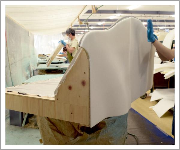オリジナルソファの製造過程、8ウレタンを貼り付け1