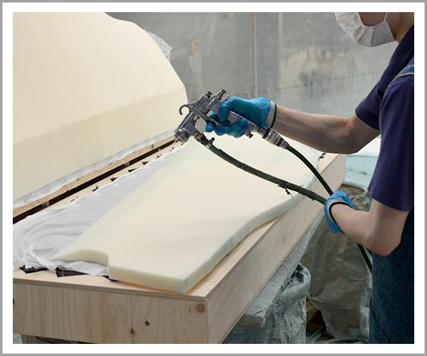 オリジナルソファの製造過程、14ウレタンを貼り付け4
