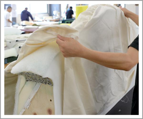 オリジナルソファの製造過程、19ヌードの布被せる