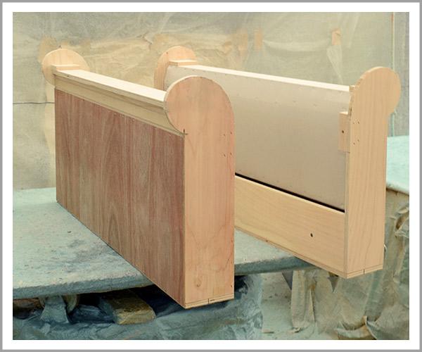オリジナルソファの製造過程、24アームも同じように土台を用意