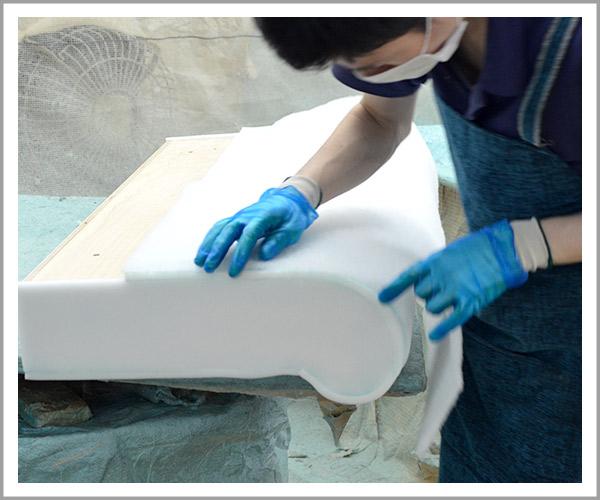 オリジナルソファの製造過程、28綿の取り付け