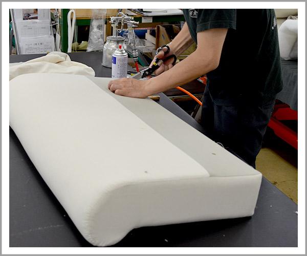 オリジナルソファの製造過程、31アームのヌード完成