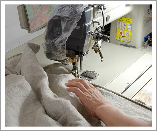 オリジナルソファの製造過程、39カバーの縫製