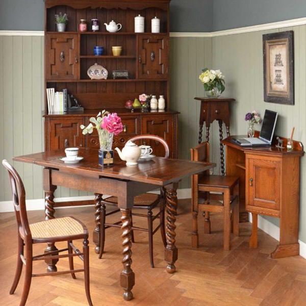 重厚な英国トラディショナルスタイルの伸び縮みするテーブル
