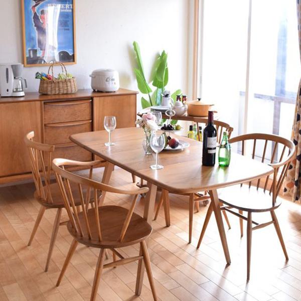 北欧シンプルの伸び縮みするテーブル