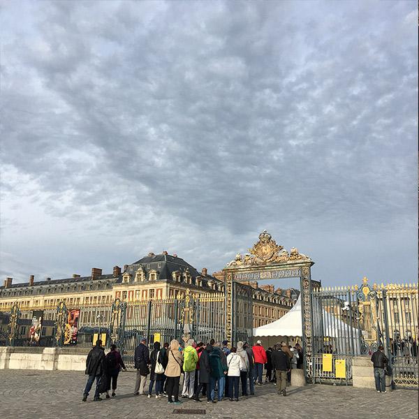 ヴェルサイユ宮殿までの一本道