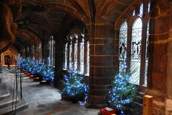 ヨーロッパ(西洋)の美しい街並みや建物、チェスター大聖堂の内観(回廊)