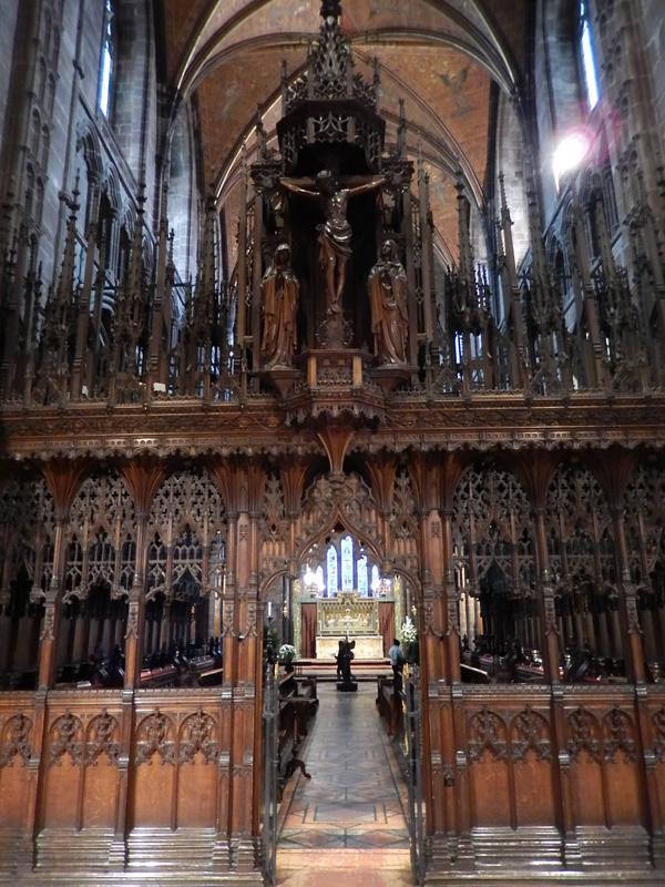 ヨーロッパ(西洋)の美しい街並みや建物、チェスター大聖堂のゴシックらしい豪華な彫り