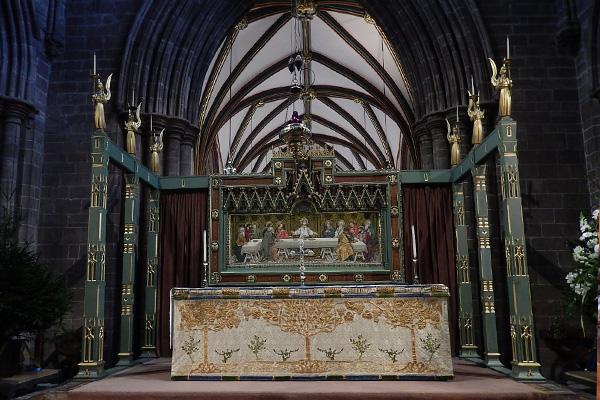 ヨーロッパ(西洋)の美しい街並みや建物、チェスター大聖堂の祭壇