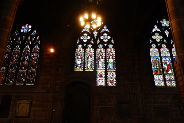 ヨーロッパ(西洋)の美しい街並みや建物、チェスター大聖堂のステンドグラス