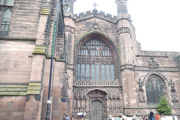 ヨーロッパ(西洋)の美しい街並みや建物、チェスター大聖堂の外観