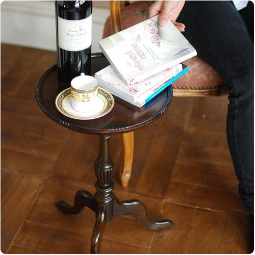 アンティークのワインテーブル