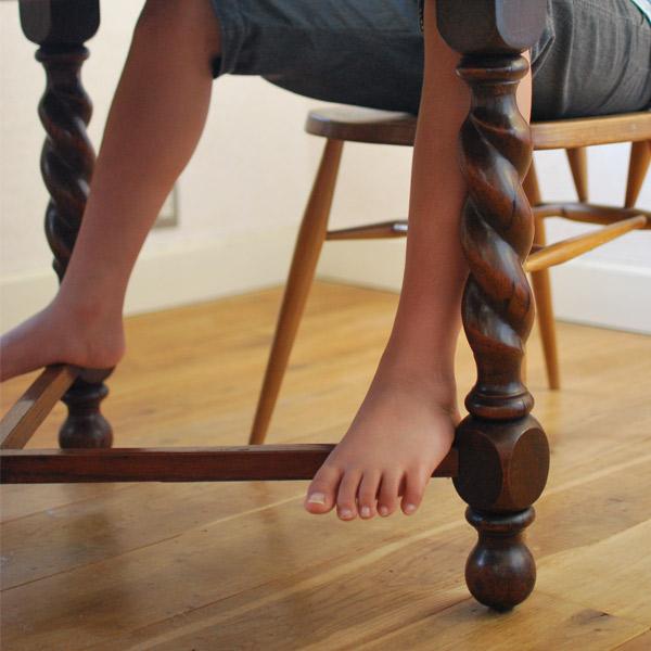 ツイスト脚のアンティーク家具