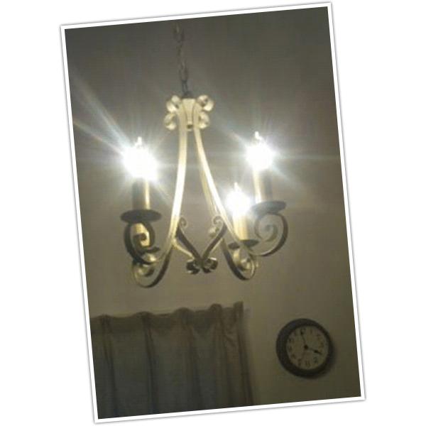 栃木県Sさまから届いたシャンデリアエッフェルを取り付けたお部屋のお写真