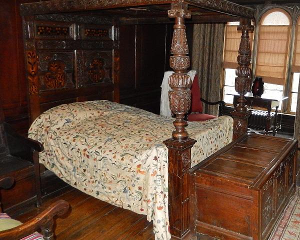 エリザベス様式の寝室・ベッド