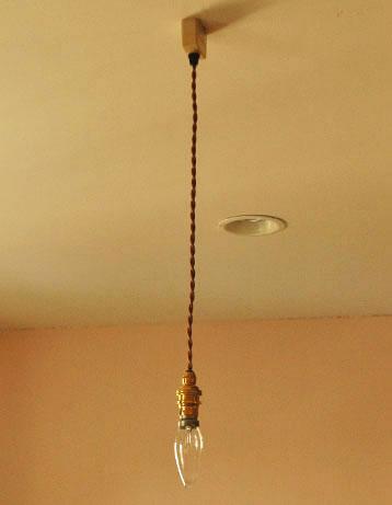 ペンダントライト 照明・ライティング コードのみ(シャンデリア球付き・ギャラリーなし)。コード、電球1個を全てセットでお届けするので、届いてすぐに取り付けられます。(pl-cd)