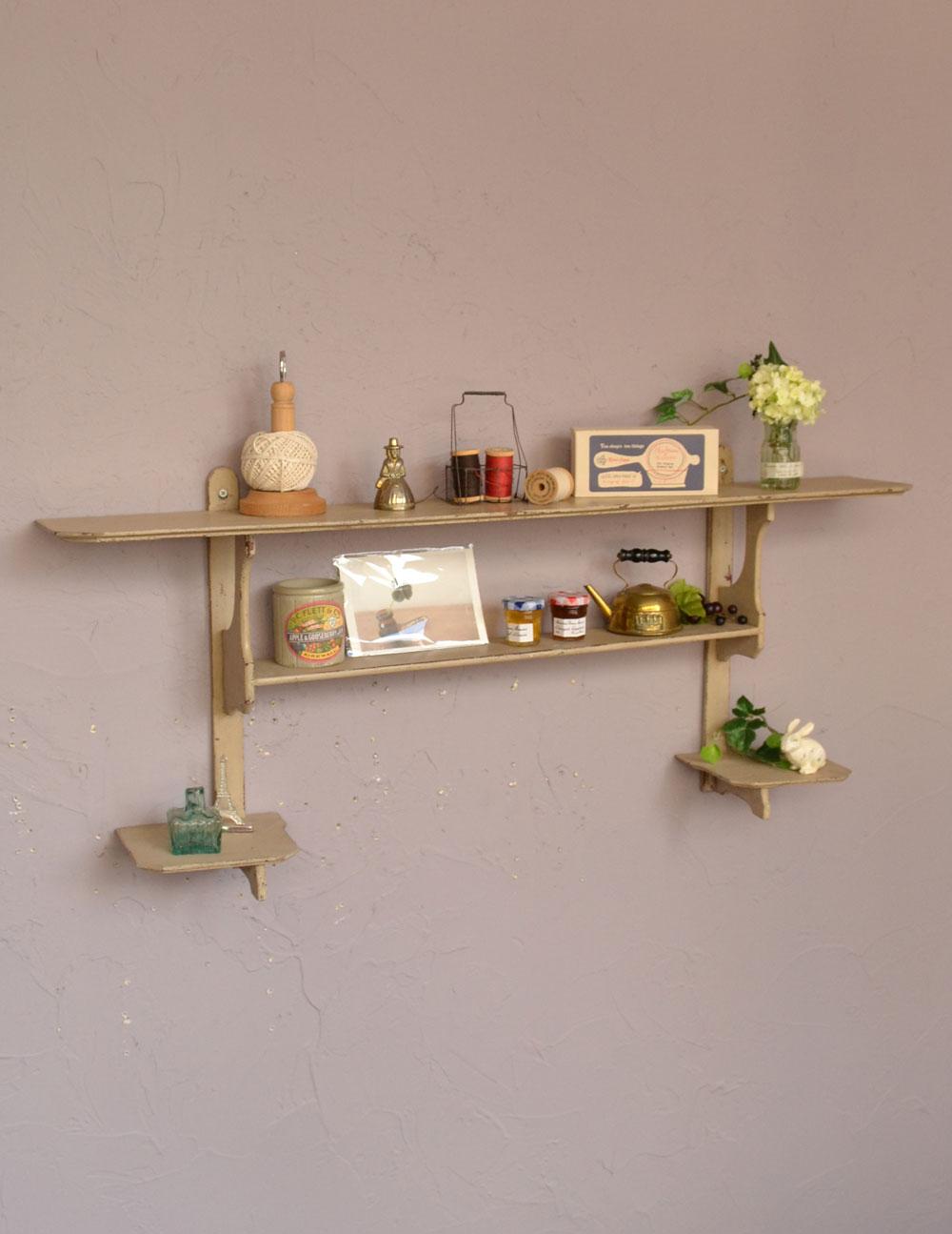 アンティークの壁付け家具、アイボリー色のウォールシェルフ (d-1061-