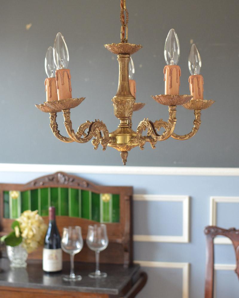 エレガントな真鍮製シャンデリア、フランスで見つけたアンティーク照明(5灯)(E17シャンデリア球付) (k-1714-z)