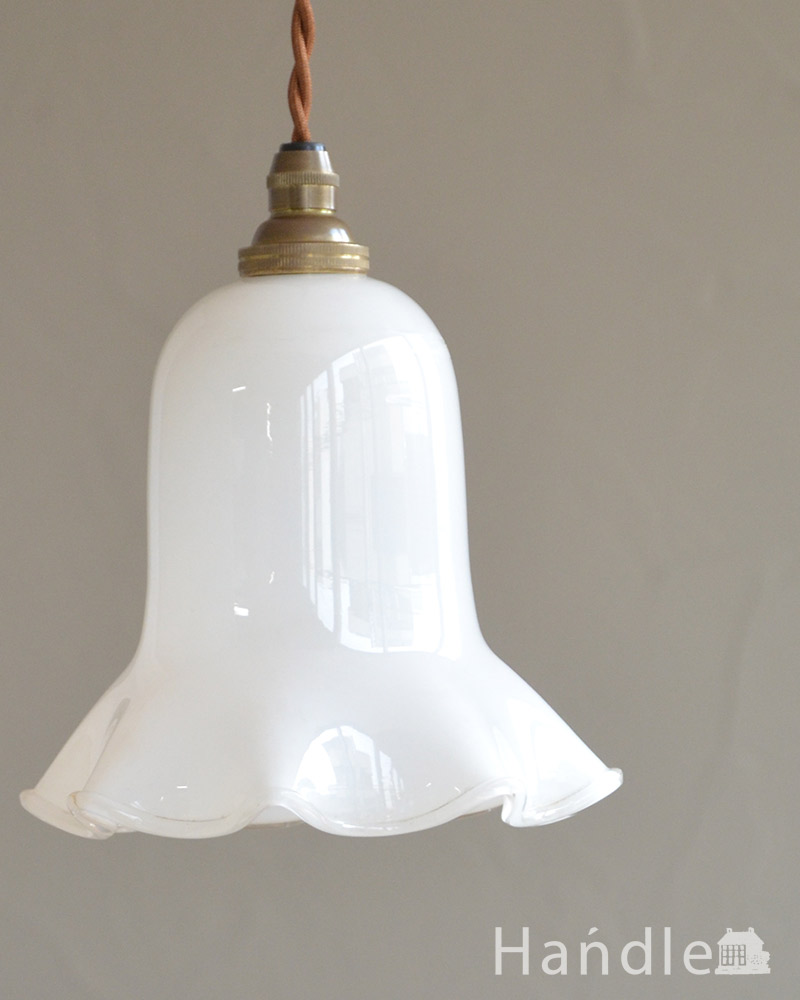 ミルクガラスのキレイなアンティークペンダントライト(コード・シャンデリア球・ギャラリーなし)) (k-2030-z)