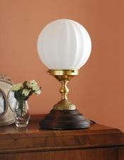 ガラスボウルからこぼれる明かりを楽しむテーブルランプ(電球なし)